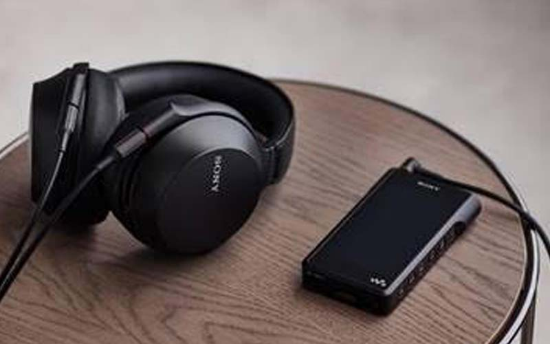 Sony MDR-Z7M2 is ready to pump every dads ear